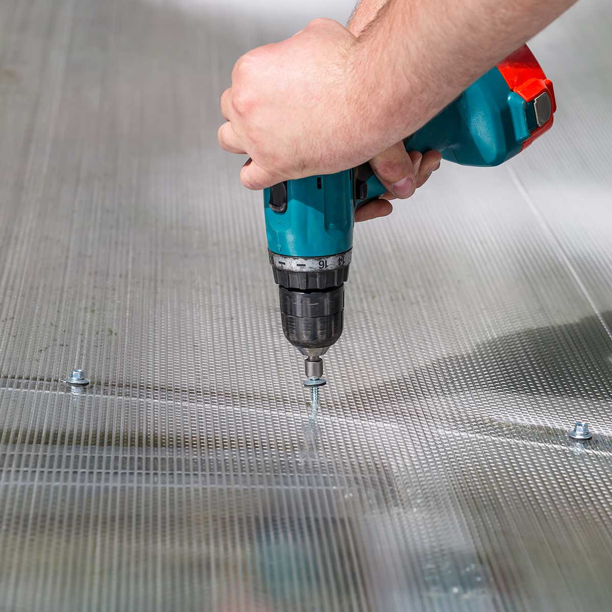 Twinwall Polycarbonate Greenhouse / Hurricane Panel Installation
